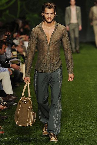 Foto de Etro, Primavera-Verano 2011 en la Semana de la Moda de Milán (3/10)