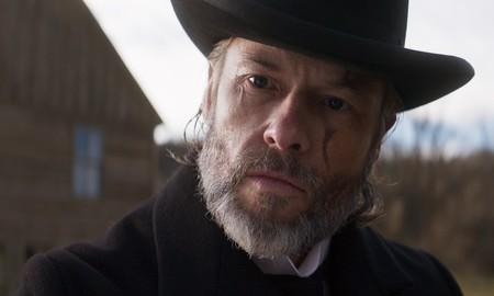'Brimstone' desborda obsesión y violencia con el estilo de un western crepuscular