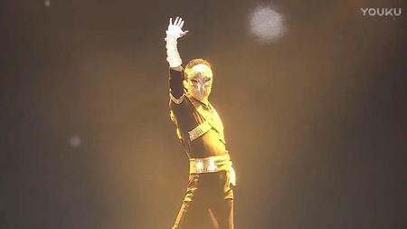 Así celebra a sus empleados el hombre más rico de China: bailándoles como Michael Jackson