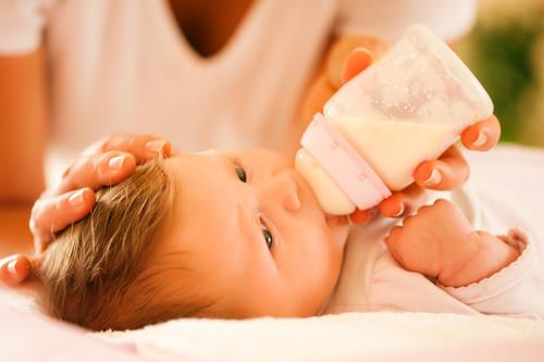 """""""¿Cómo llega leche contaminada a una consulta de pediatría?"""", pregunta la madre del bebé que tuvo Salmonela"""