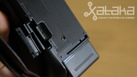 Panasonic X900 y su ranura para tarjetas SD