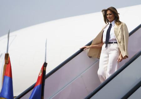 Melania Trump llega a Egipto y demuestra que se puede arrasar con prendas que casi todas las mujeres tienen en el armario