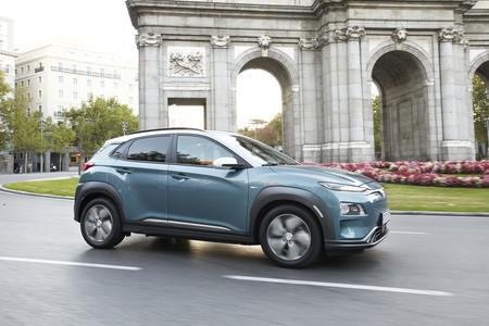 Hyundai Kona eléctrico en ciudad