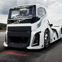 Este es The Iron Knight, el camión que ensombrece al Bugatti Chiron con sus récords de velocidad