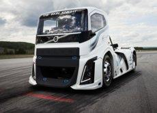 The Iron Knight, el camión de Volvo que ensombrece los números del Chiron, bate dos récords de velocidad