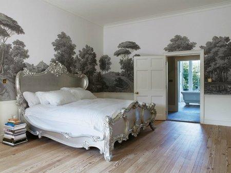 Pinta tus muebles en plata para ganar glamur
