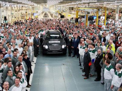 El primer Bentley Bentayga de producción ya ha salido de Crewe