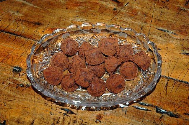 640px-bowl_of_truffles.jpg