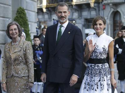 ¡Divina! Así ha sido la elección de Doña Letizia en los premios Princesa de Asturias 2017