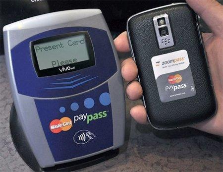 BlackBerry Bold 9900 y Curve 9360 los primeros modelos de RIM con certificación PayPass de Mastercard