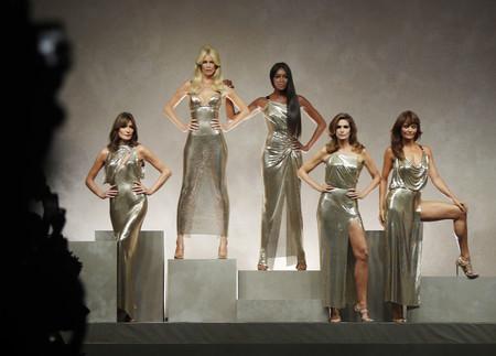 Versace se acaba de marcar el momento más épico de la historia de los desfiles: ¡vuelven las 5 grandes!