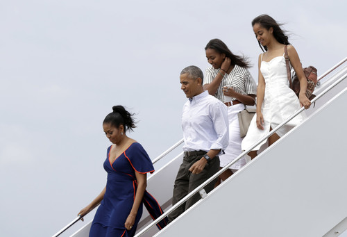 Para desviar la atención de su hija Malia, Obama comparte en Spotify su playlist del verano