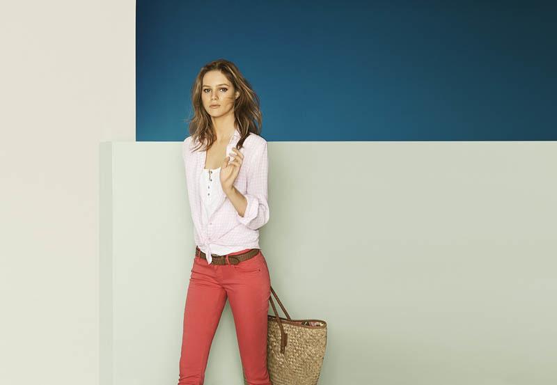 Foto de Más color y estilo casual en el lookbook de mayo de Massimo Dutti Primavera-Verano 2011 (13/13)