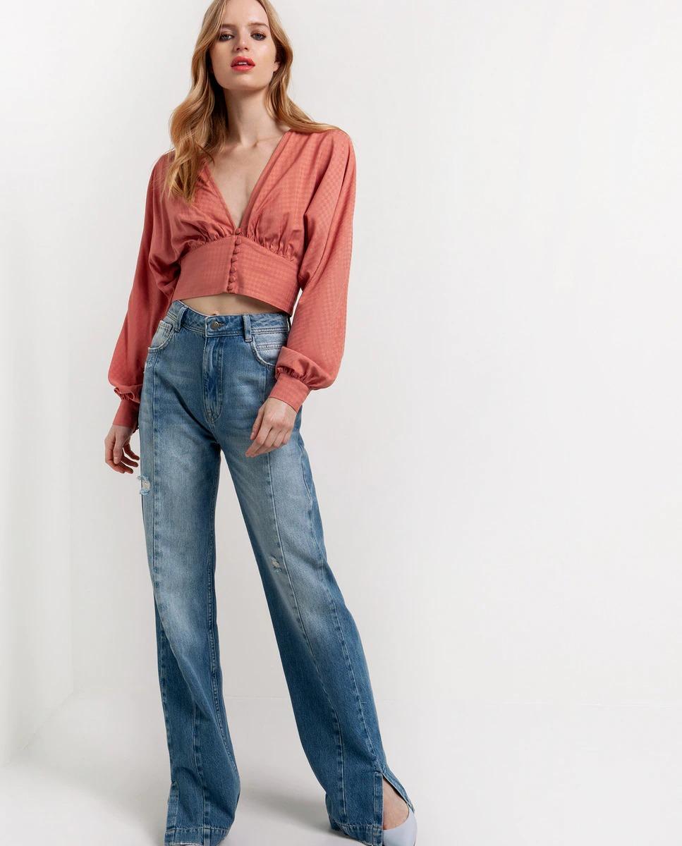Blusa de mujer cropped con cuello pico y manga larga abullonada de Toi&Moi