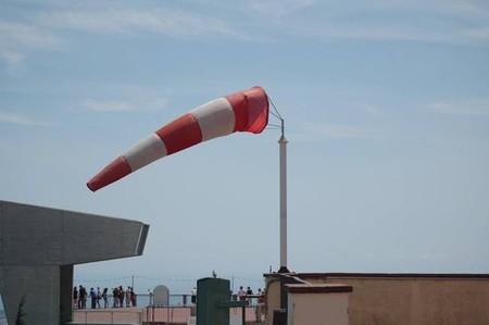 Física del viento: cómo conducir con seguridad y no salir volando