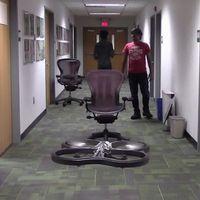 La inteligencia artificial está haciendo que los drones aprendan a volar por sí mismo a base de golpes