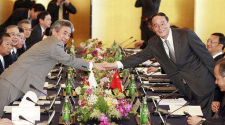China y Japón abordan crisis mundial