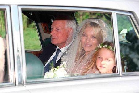 Día de bodorrios: Kate Moss también se nos viste de novia