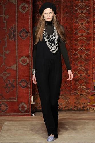 Erin Wasson x RVCA, Otoño-Invierno 2010/2011 en la Semana de la Moda de Nueva York, negro
