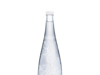 Elie Saab vestirá la nueva botella de Evian durante el 2014