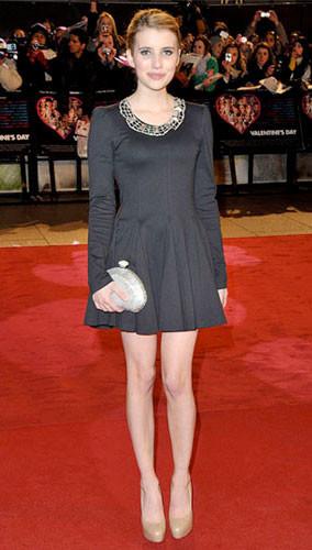 Emma Roberts y Demi Moore en la premiere de Historias de San Valentín en Londres