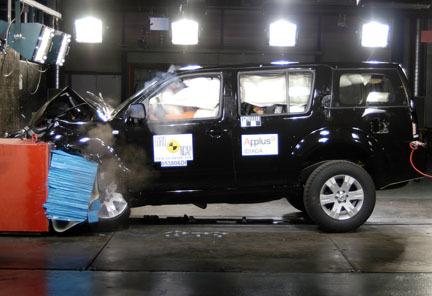 Nissan Pathfinder - EuroNCAP frontal