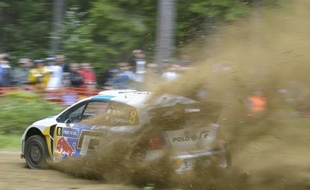 Rally de Finlandia 2013: Sébastien Ogier se queda solo