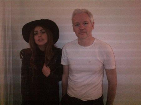 ¿De qué habrán hablado Lady Gaga y Julian Assange en su cena íntima?