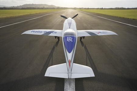 El avión eléctrico de Rolls-Royce completa su primer vuelo con éxito y pretende superar los 480 km/h