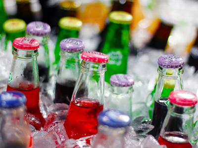 Dos pájaros de un tiro: España gravará las bebidas azucaradas