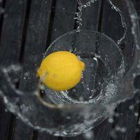 Agua con limón, ¿realmente ayuda a adelgazar?