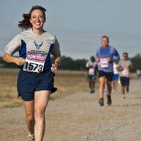 Tus primeros cinco kilómetros con Vitónica: el entrenamiento de fuerza para combinar con la carrera