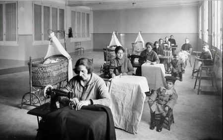 Branguli Mujeres Trabajando Con Maquinas De Coser En Barcelona 192610