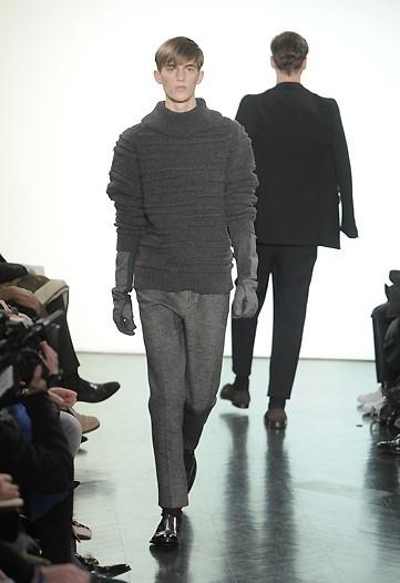 Foto de Yves Saint Laurent, Otoño-Invierno 2010/2011 en la Semana de la Moda de París (9/13)