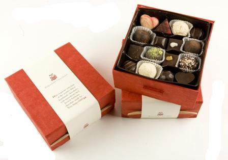 Knipschildt: lujosos chocolates Peeking (I)