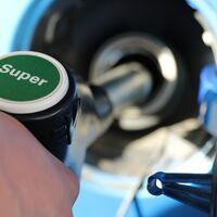 Petroleras y eléctricas se alían para no perder terreno, y ya ofrecen descuentos en la factura de la luz por repostar