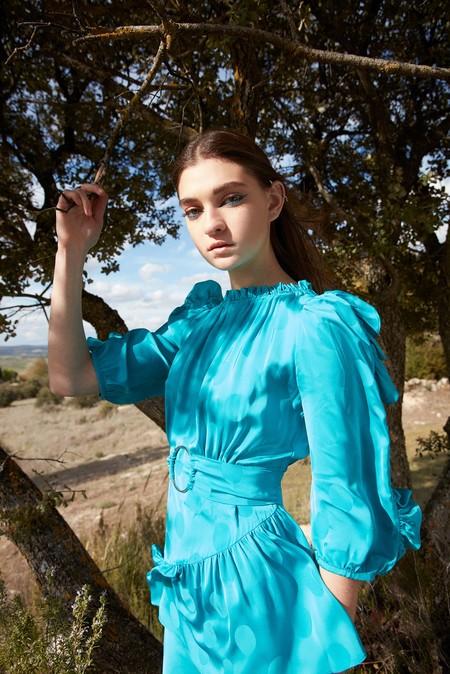 Sfera se suma a la tendencia de lanzar colecciones de fiesta: invitadas de lujo a precios low-cost