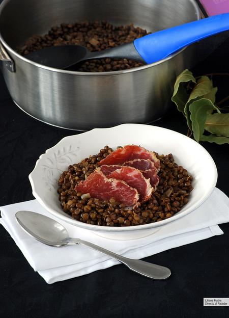 """Lentejas de Puy al pimentón con presa embuchada: receta con el """"caviar vegetal"""" francés"""