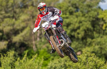 Rieju MR 300 Pro: 8.399 euros para una moto de enduro armada con mejores suspensiones y mapas de potencia