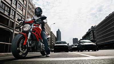 """Barcelona estudia la creación del """"carril moto"""""""
