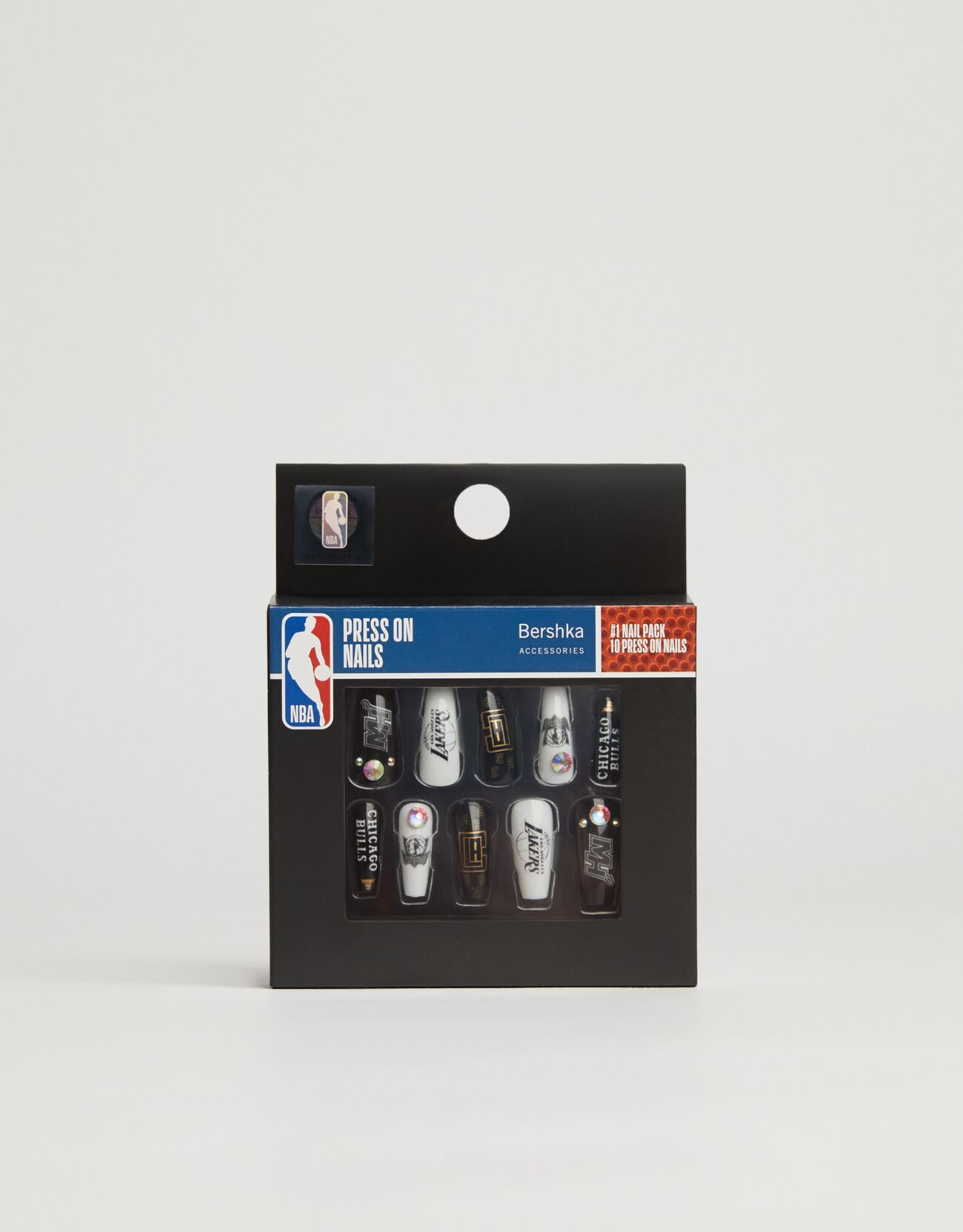 Uñas postizas NBA + Bershka.