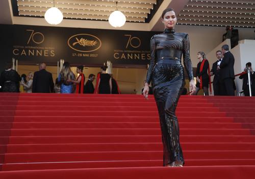 El Festival de Cannes se llena de modelos e Irina Shayk encabeza la alfombra roja en la premiere de la 'La Seducción'