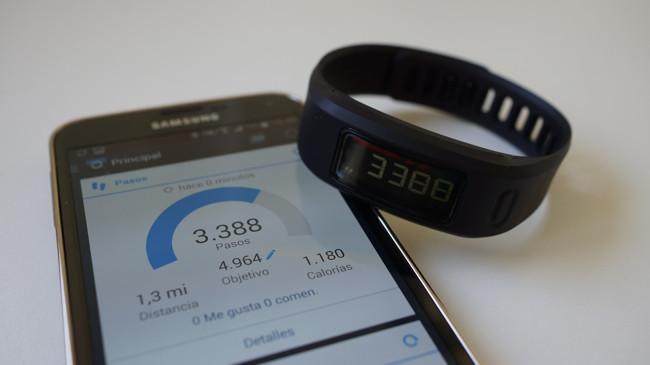 ¿Quién cuenta mejor los pasos, tu smartphone o tu pulsera inteligente?