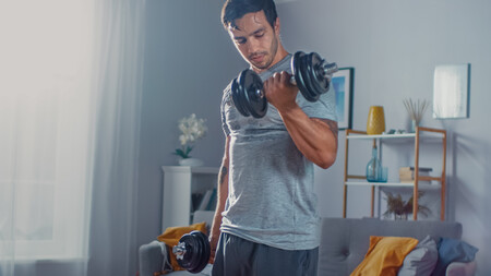 mancuernas-gomas-elasticas-entrenamiento-en-casa
