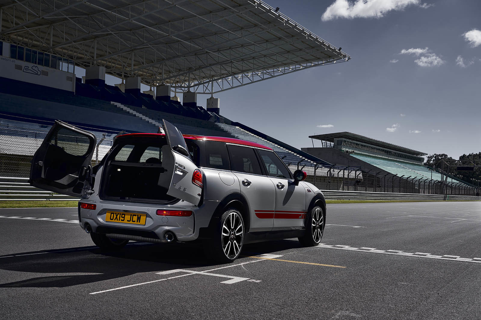 Foto de MINI John Cooper Works Clubman y MINI John Cooper Works Countryman 2020 (13/16)