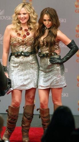 MileyCyrusyKimCattrallenSexoenNuevaYork2:looksdelapesadillaconvertidaenrealidad