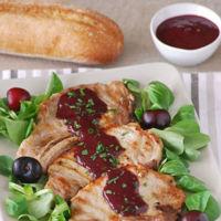Chuletas de cerdo con salsa ahumada picante de cerezas. Receta