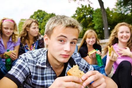 ¿Se les enseña lo suficiente a los adolescentes sobre nutrición?