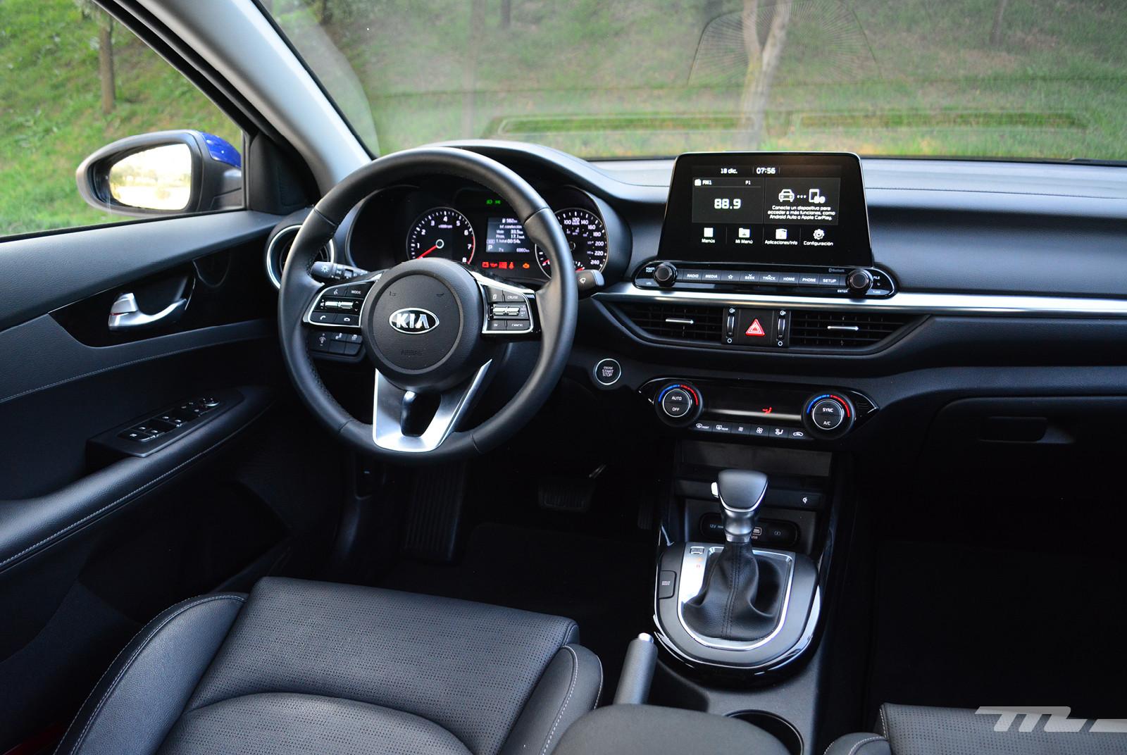Foto de Comparativa: Mazda 3 2018 vs. KIA Forte vs. Volkswagen Jetta (17/31)