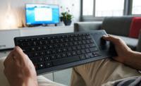 Logitech K830 quiere ayudarte a controlar tu HTPC gracias a su retroiluminación